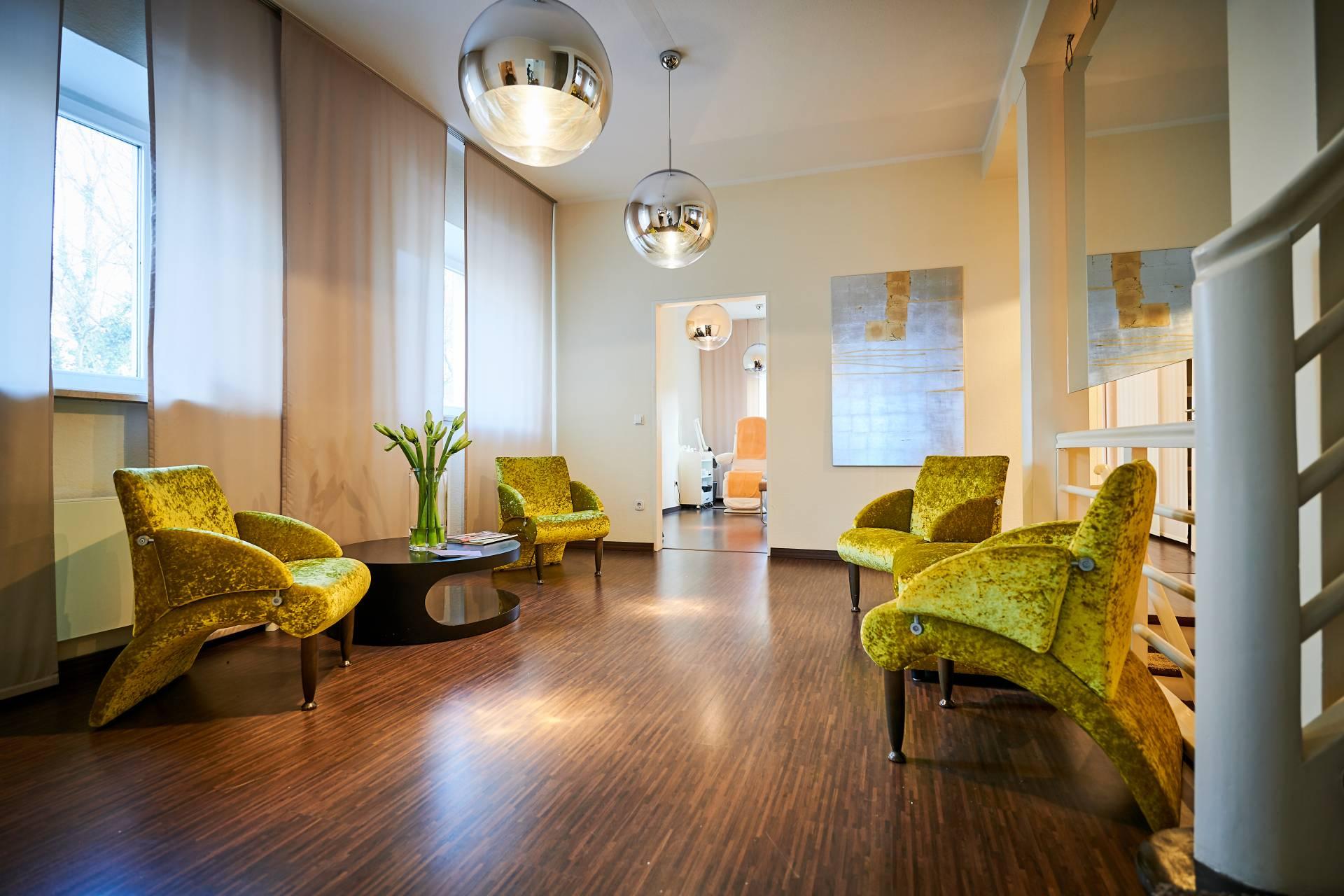 Wartenbereich der Facharztpraxis für Plastische & Ästhetische Chirurgie im Schönheitszentrum Straubing
